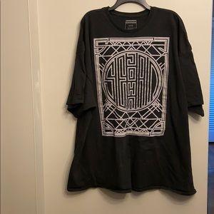 Sean John black T-shirt with Design